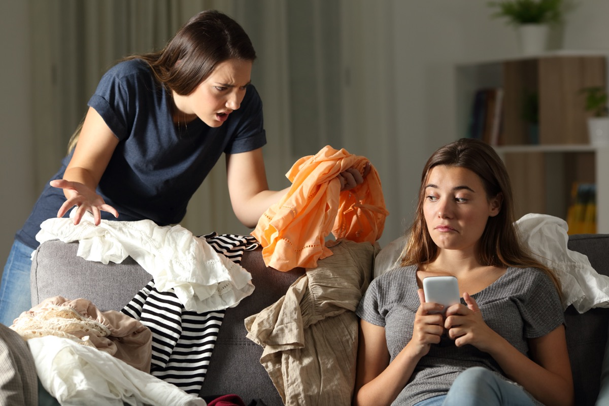 woman scolding friend for messy home things you should never say to a single parent