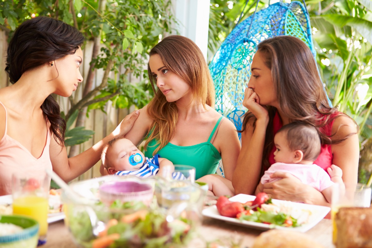friends arguing with baby things you should never say to a single parent