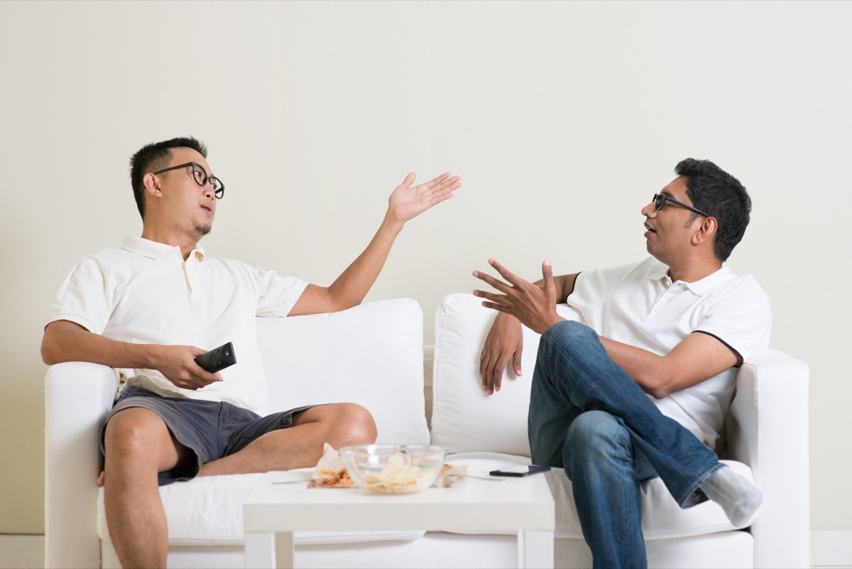 friends having an argument on the couch things you should never say to a single parent