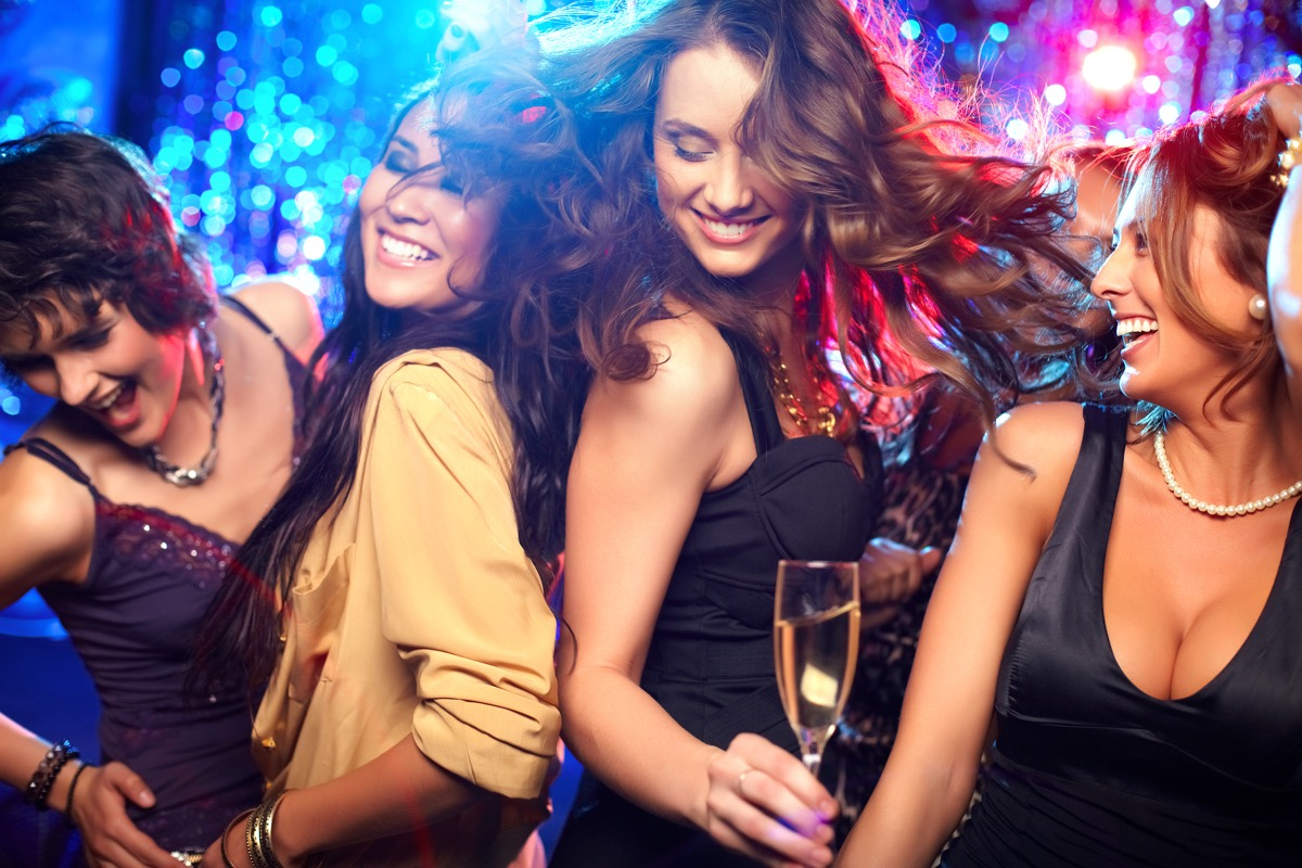 girls clubbing things women do with their friends