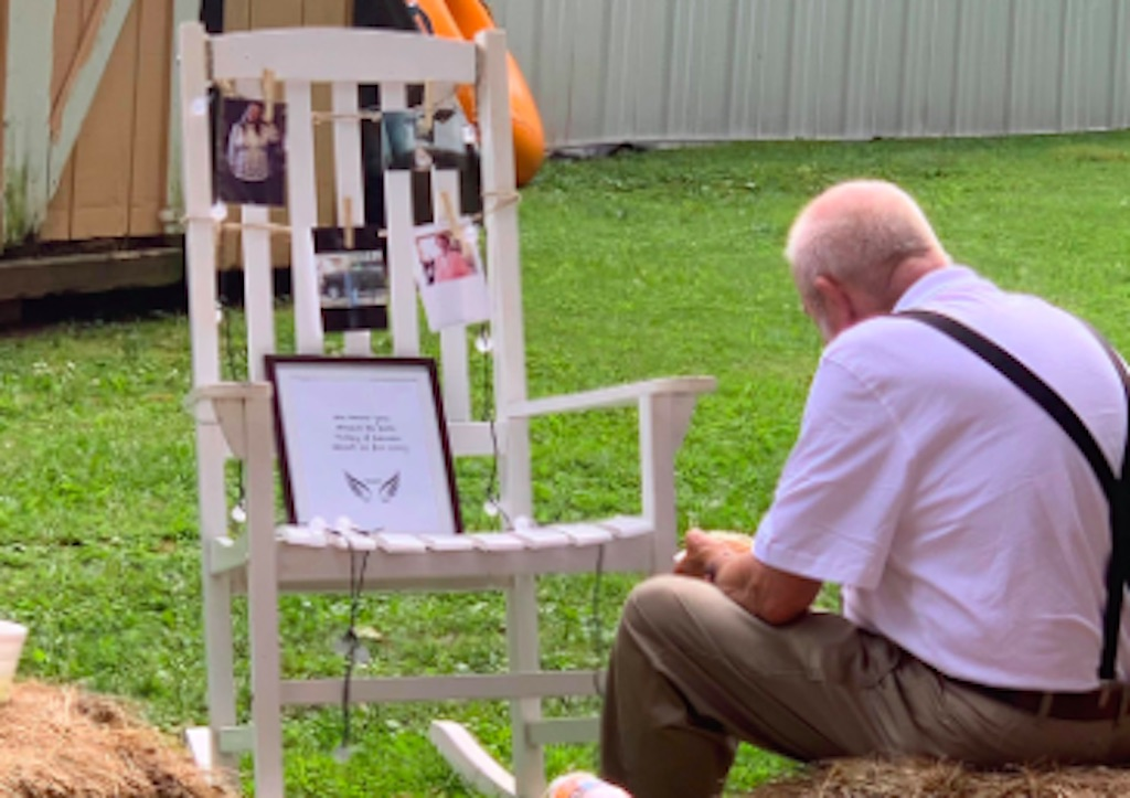 viral photo of Billy Gray sitting with tribute to late wife at wedding
