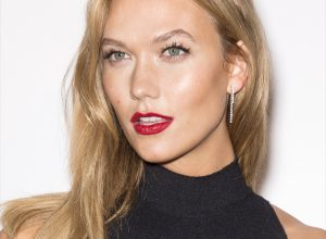 Want a Perfect Dewy Summer Makeup Look? Follow These 12 Simple Steps