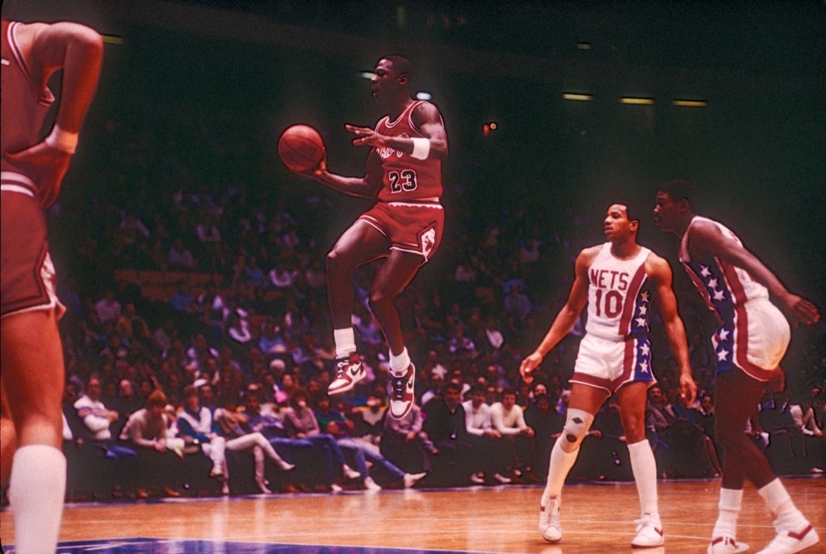 F0TAHJ Michael Jordan competing for the NBA Chicago Bulls