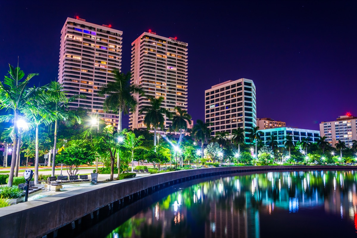 the intracoastal highway in west palm beach at night