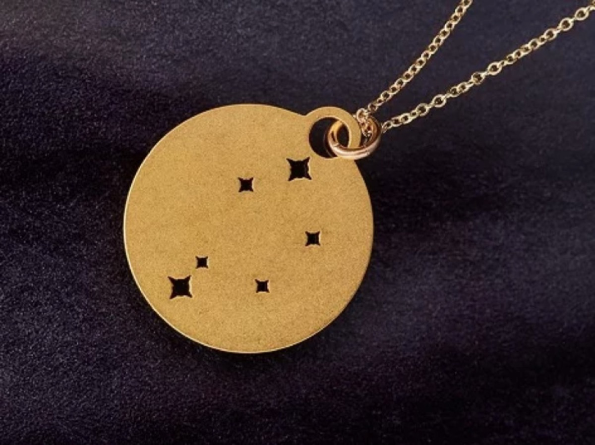 gold necklace with stars in it, best gifts for girlfriend