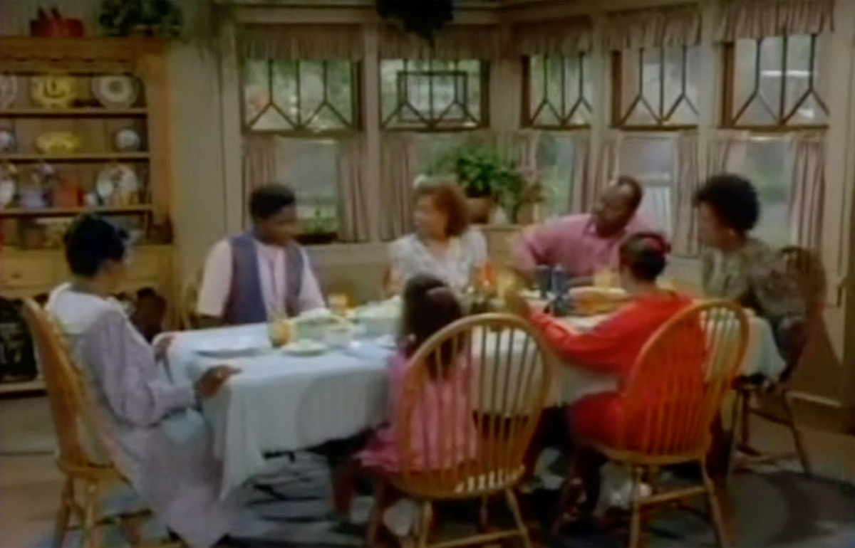 Winslow Family gathers around table in pilot episode of Family Matters, 1989