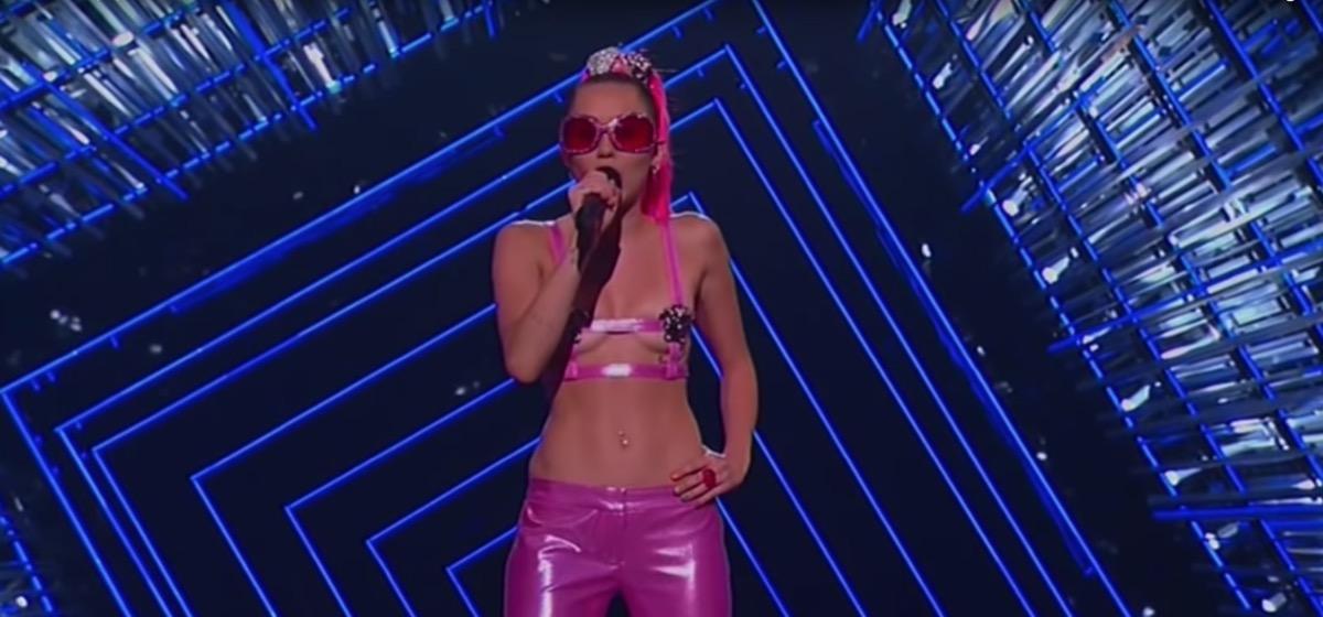 Miley Cyrus hosts VMAs