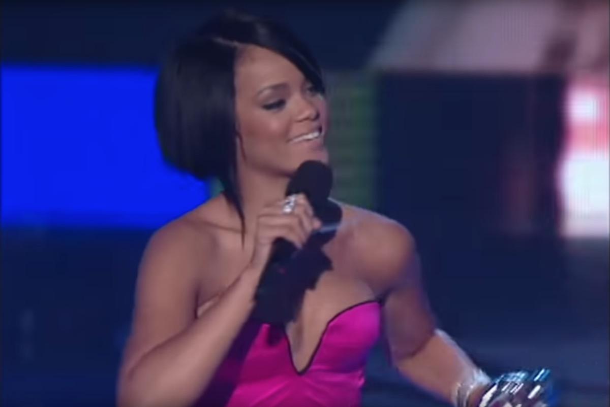 rihanna wins Video of the Year VMAs