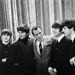 Photo of The Beatles with Ed Sullivan from their first appearance on Sullivan's US variety television program in February 1964. From left: Ringo Starr, George Harrison, Ed Sullivan, John Lennon, Paul McCartney.