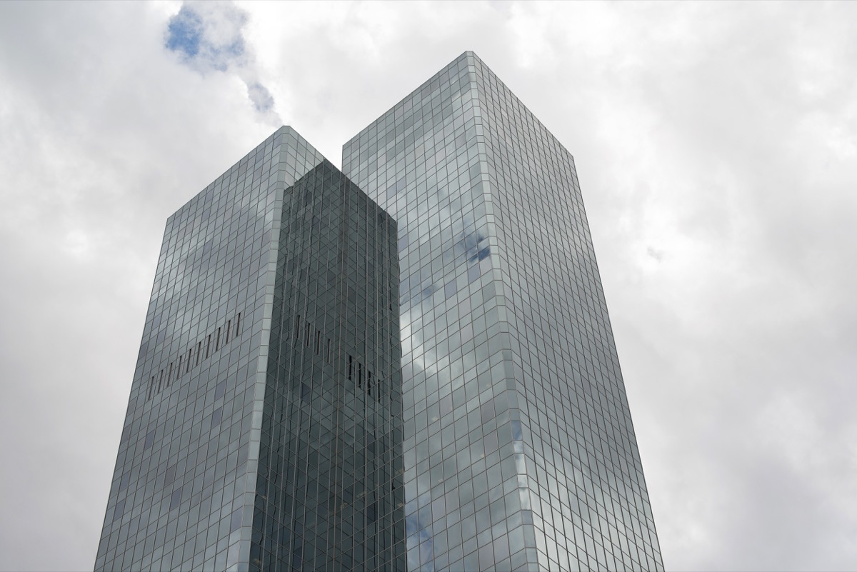 chase tower in phoenix arizona on an overcast day