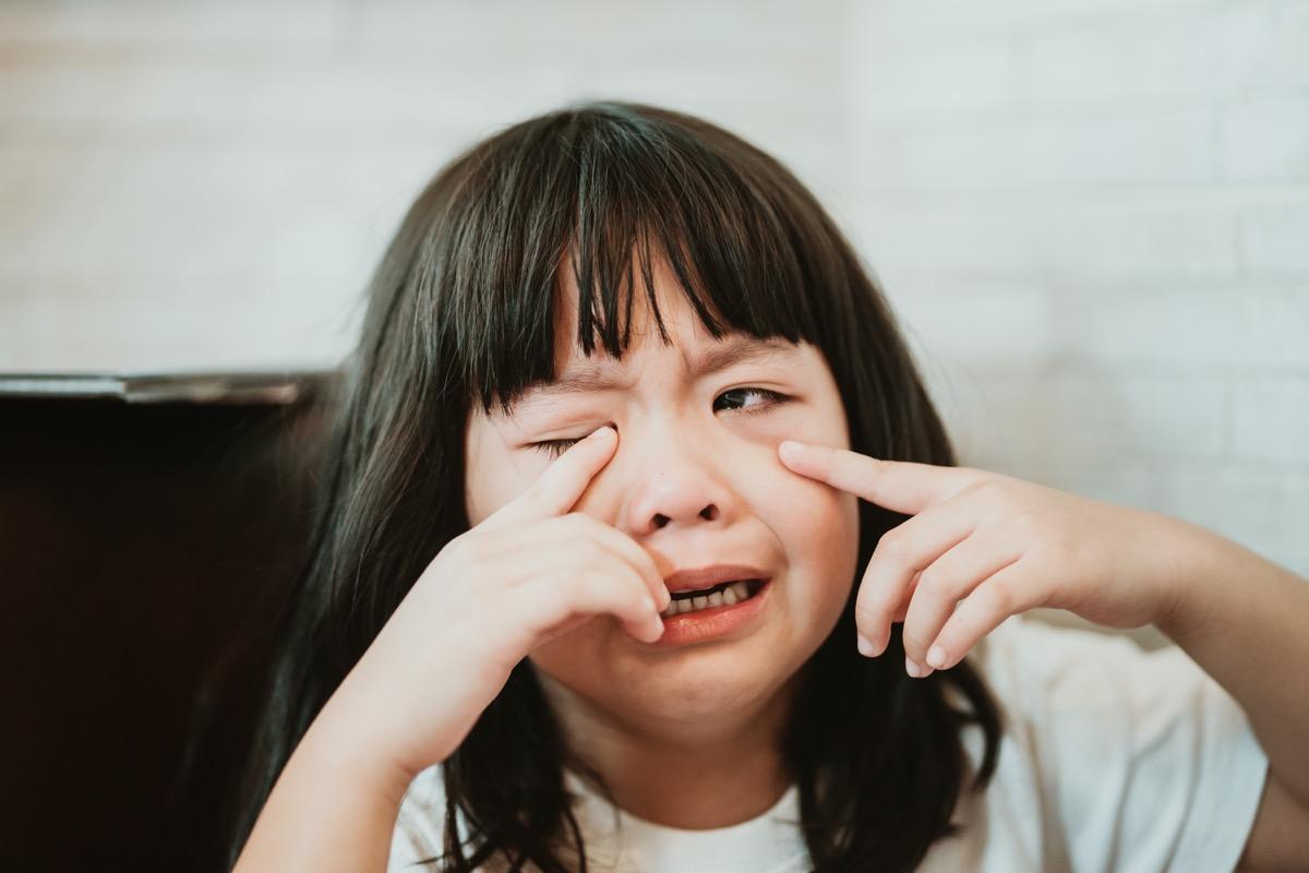 child crying at restaurant