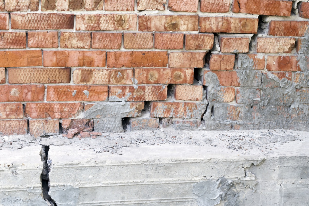 crack in brick foundation, signs your home is falling apart
