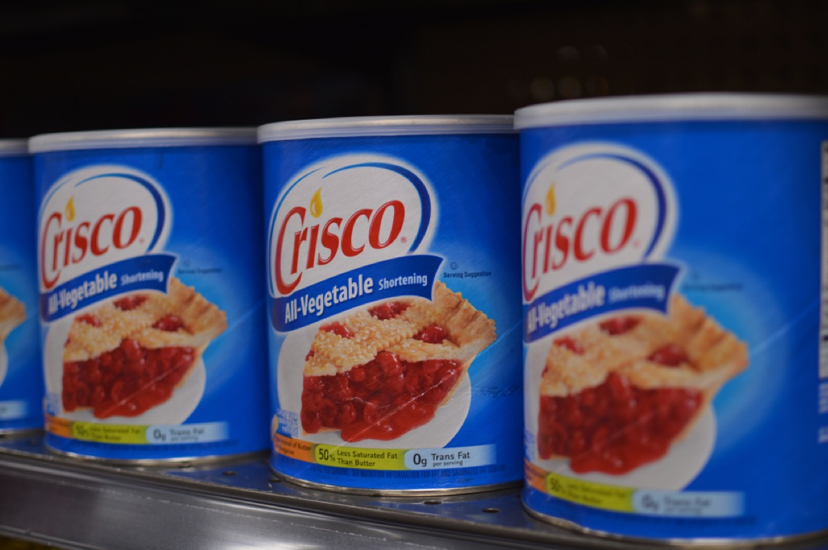 crisco cans on supermarket shelf, old school cleaning tips