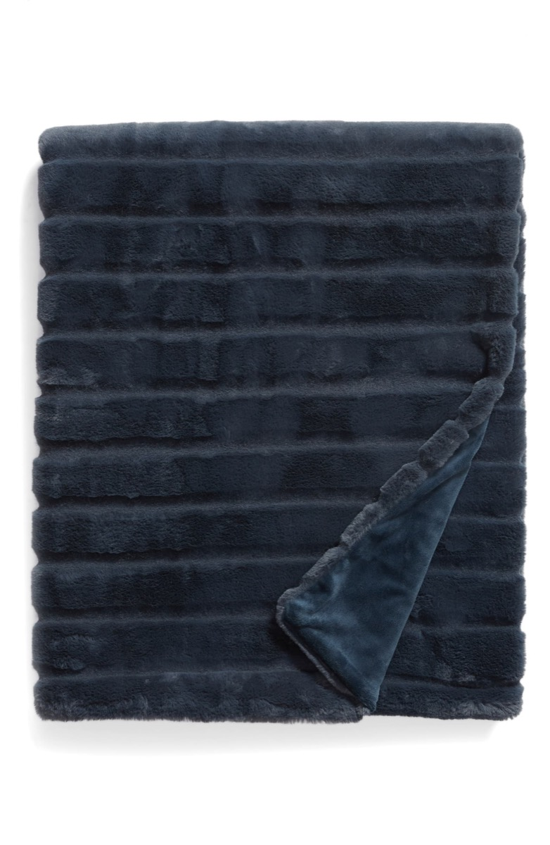gray faux fur blanket, best gifts for college students