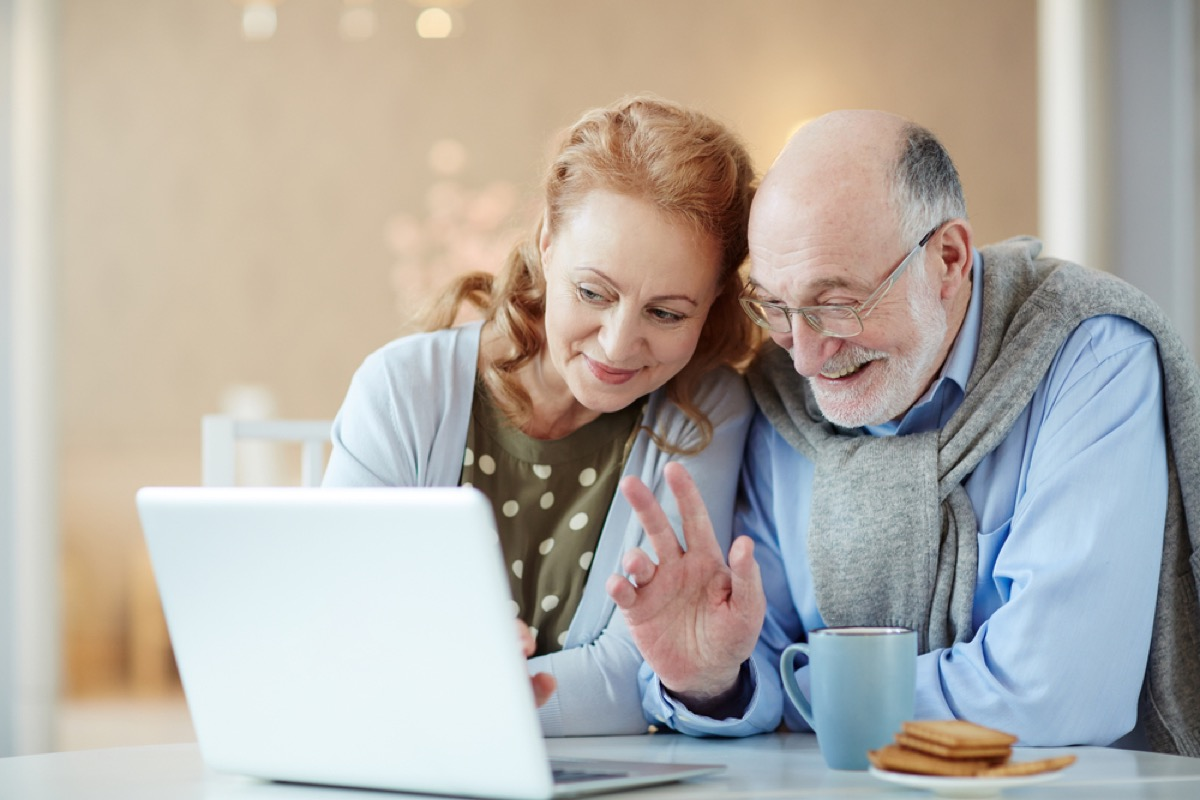 older couple waving at computer screen, things that annoy grandparents