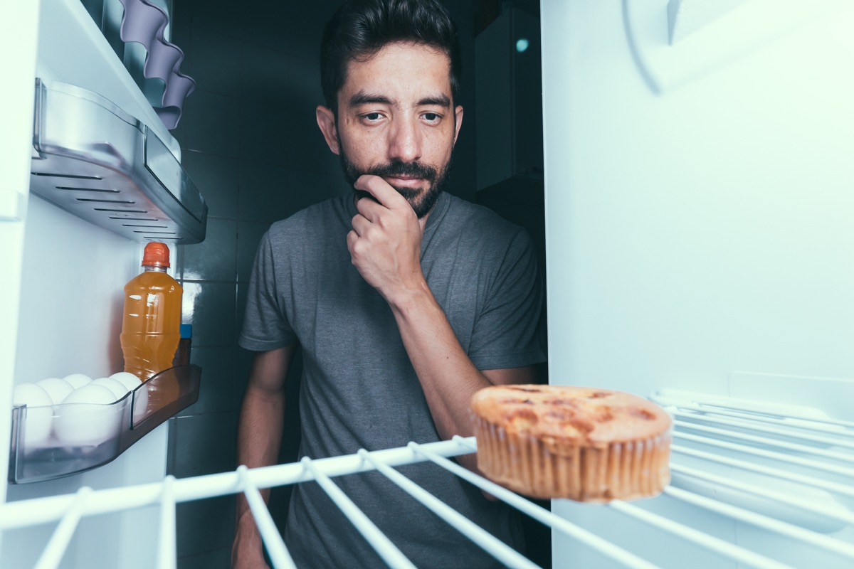 man eating late-night snack things you're doing that would horrify sleep doctors