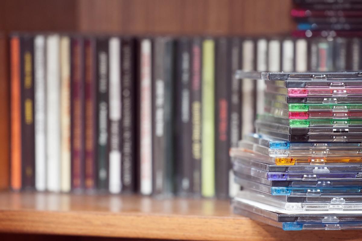 piles of cds on the table, 1999 teen choice awards