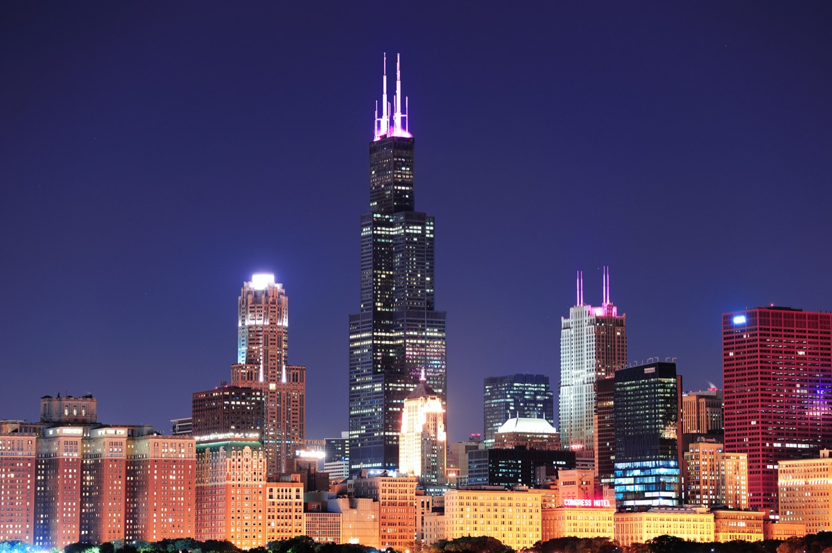 willis tower in chicago illinois at dusk