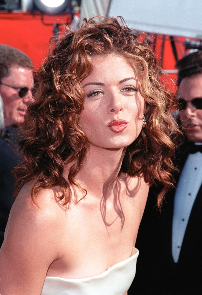 debra messing at the 1999 emmy awards