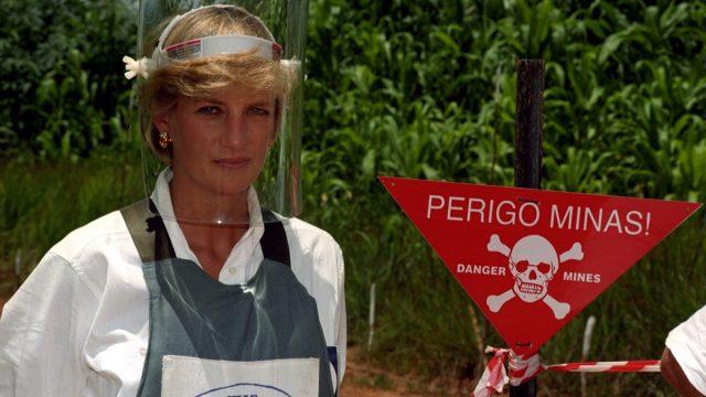 Princess Diana walks in landmines in Angola