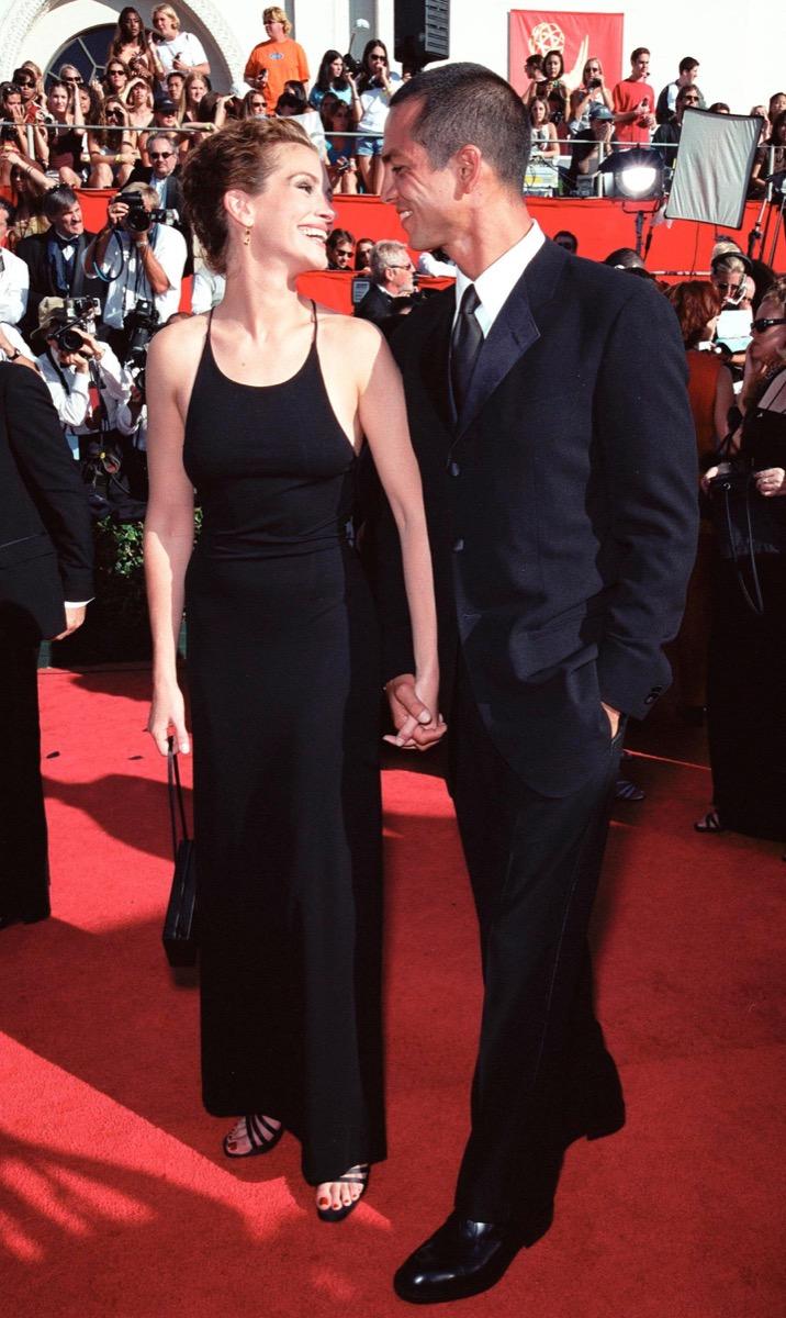 julia roberts and benjamin bratt at the 1999 emmy awards