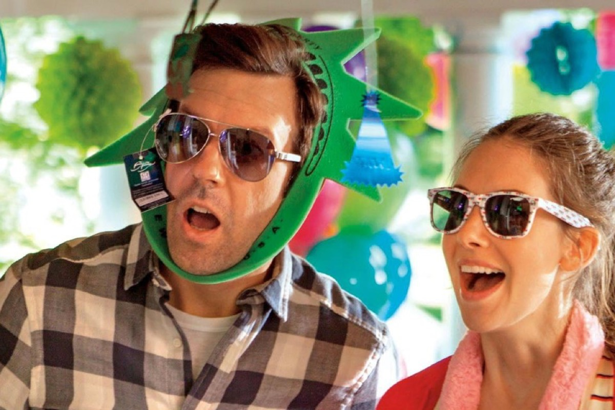 Jason Sudeikis and Alison Brie in Sleeping with Other People