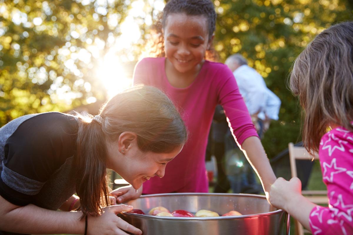 kids bobbing for apples