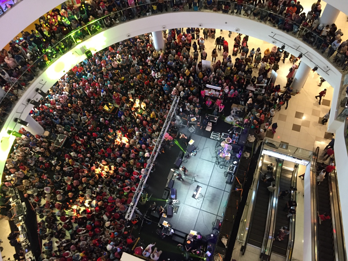 concert at a mall