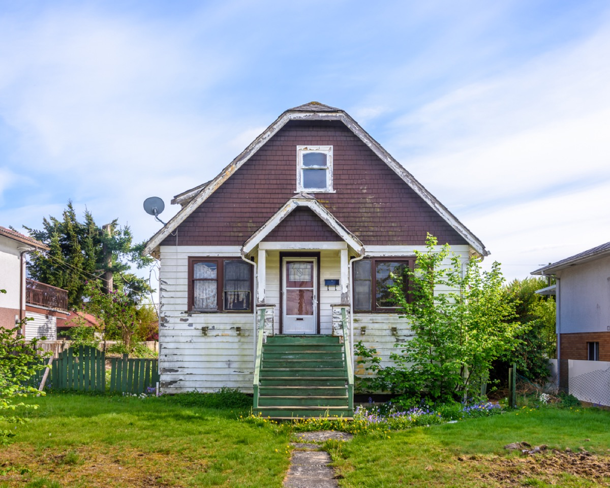 dilapidated home exterior, worst things about the suburbs