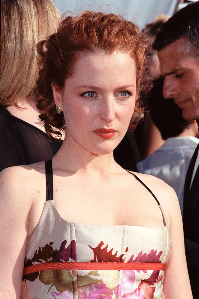 gillian anderson at the 1999 emmy awards