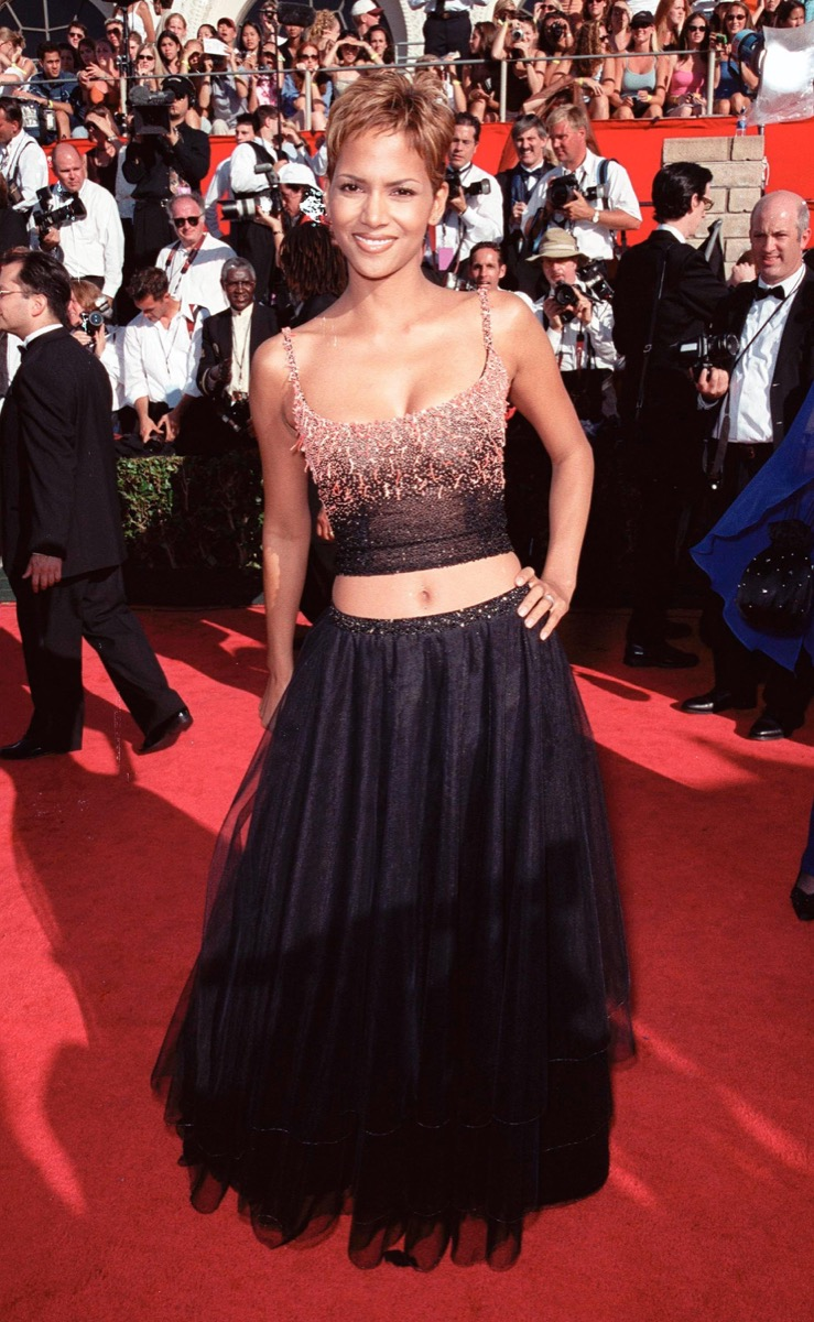 halle berry at the 1999 emmy awards
