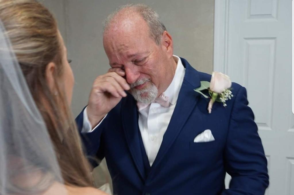 crying dad at wedding viral photo