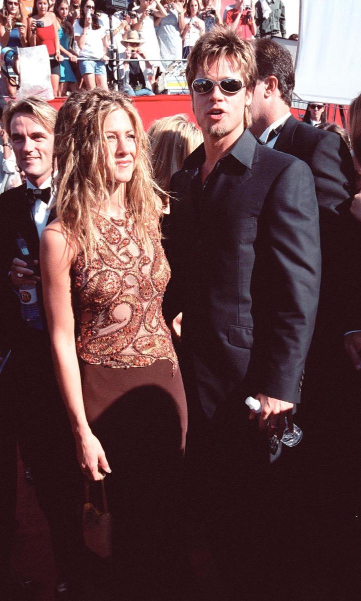 jennifer aniston and brad pitt at the 1999 emmy awards