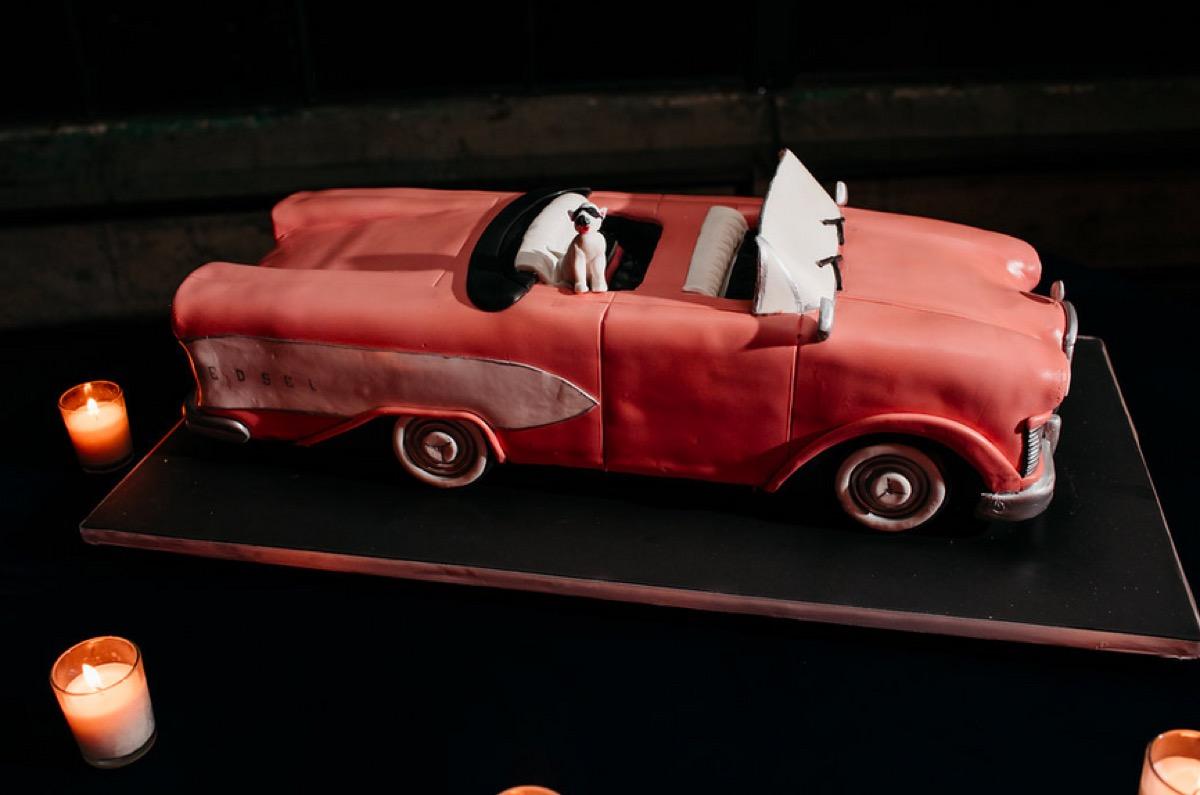 car shaped wedding cake