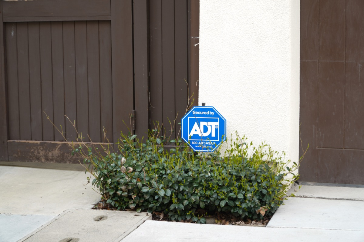adt sign in front yard