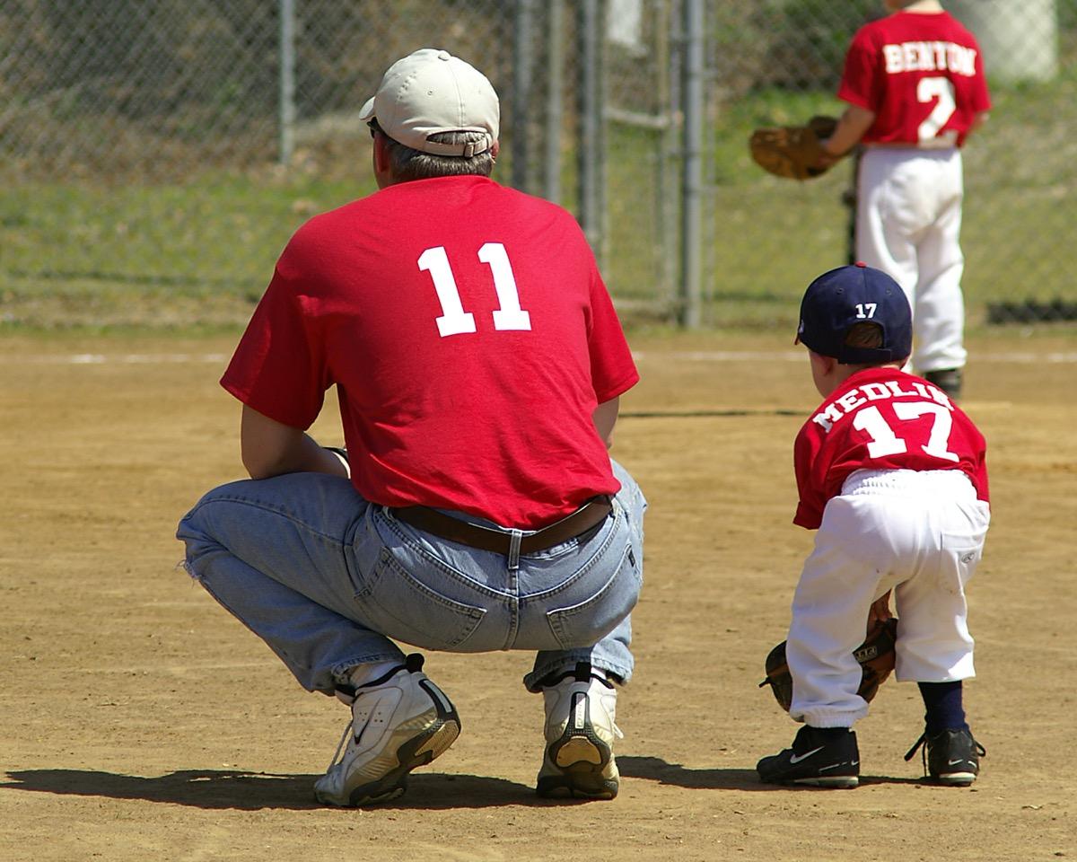 dad coaching baseball