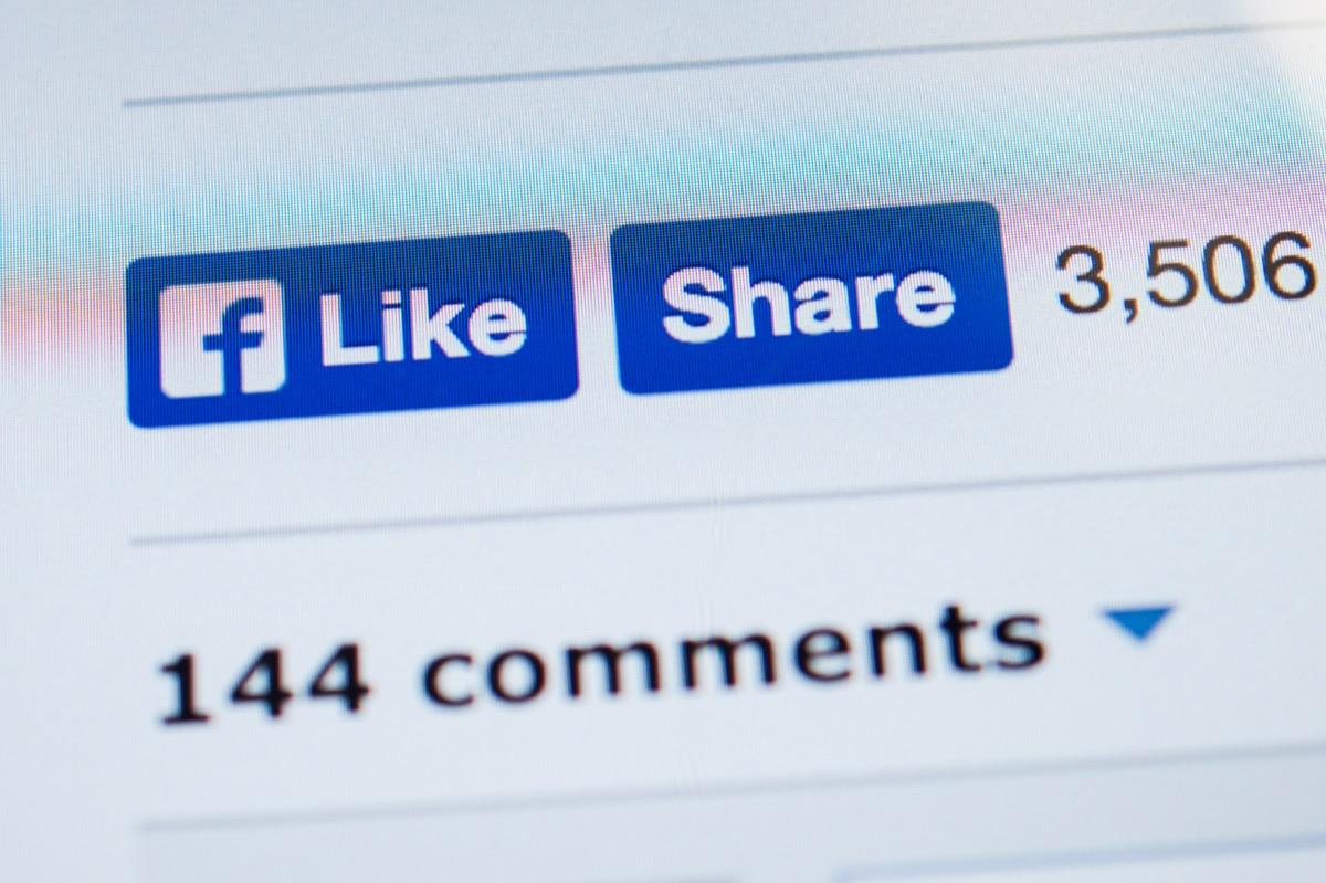 facebook liek and share buttons