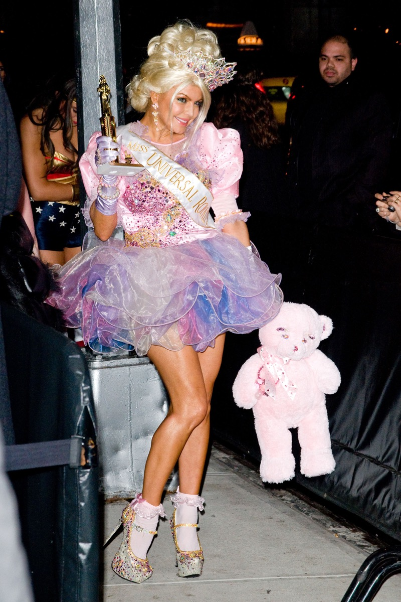 Fergie dressed up as a member of Toddlers and tiaras for Halloween