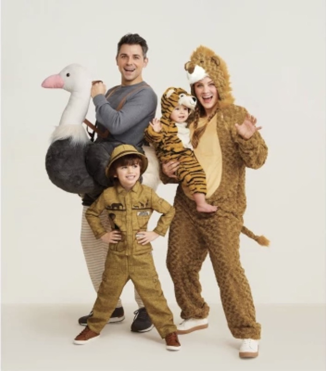 family in animal costumes, family halloween costumes