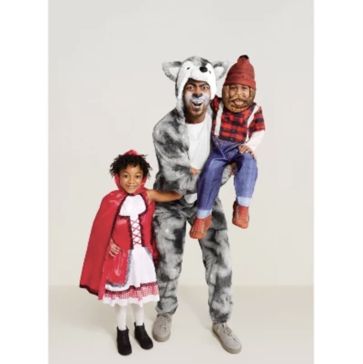 family in little red riding hood costumes, family halloween costumes