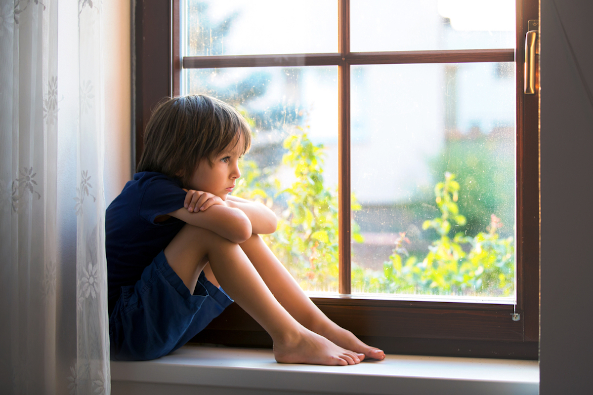 experts say you shouldn't leave a child home alone under the age of 12