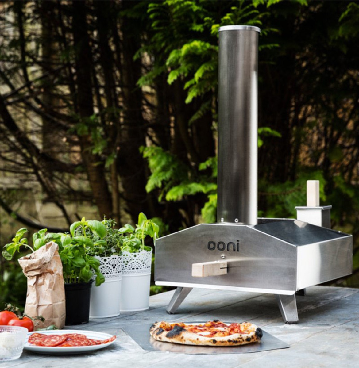 Ooni 3 piizza oven with pizza