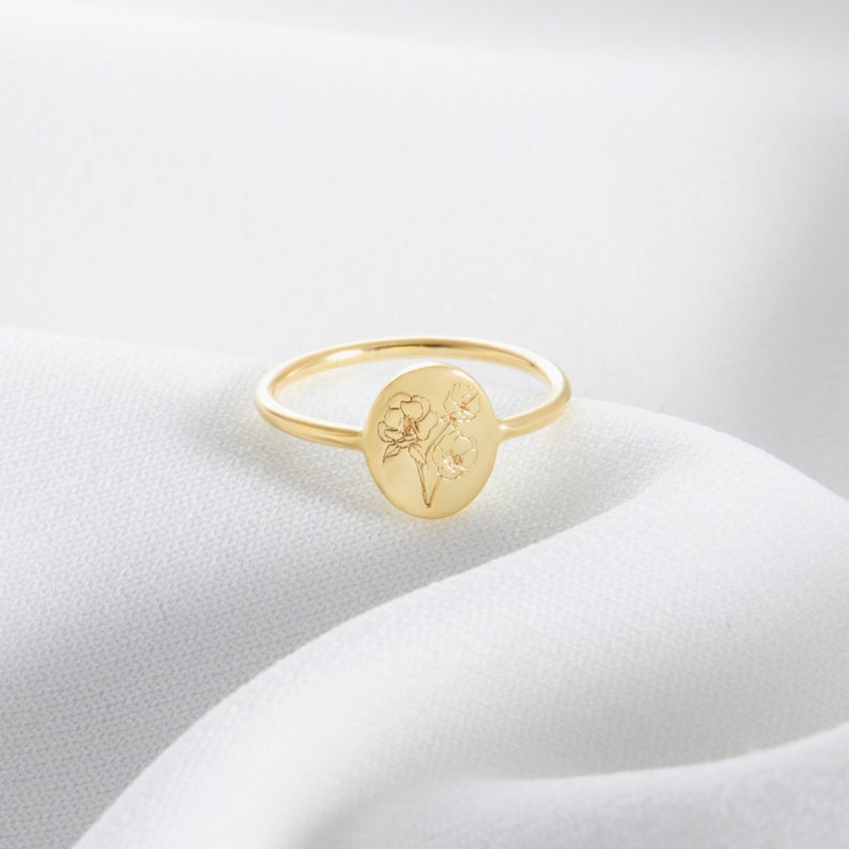 gold ring with flower