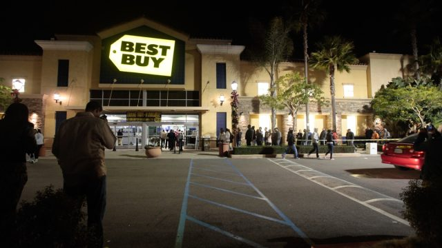 Buyers Line Up For Black Friday