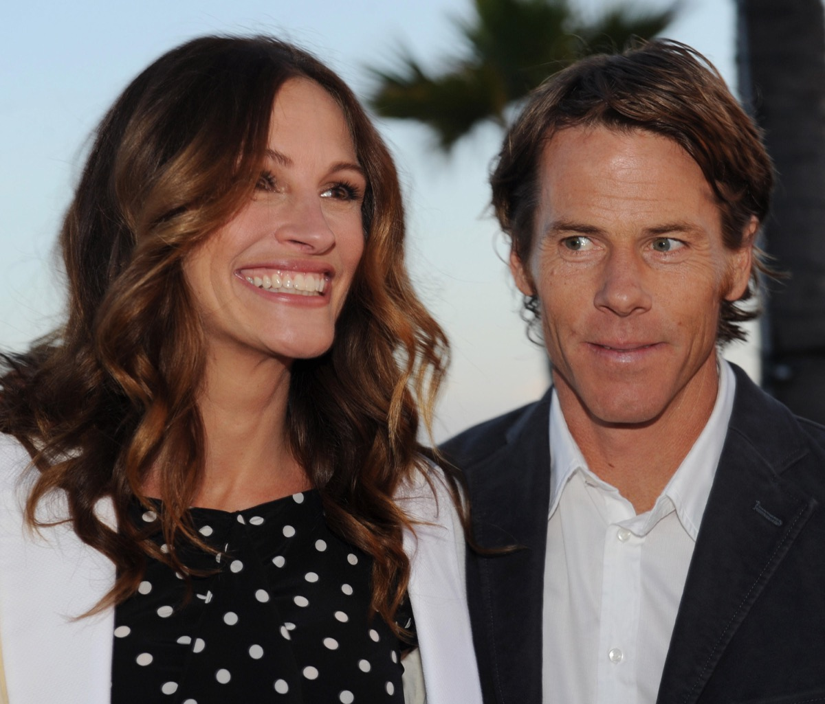 """Honorees Julia Roberts and her husband Danny Moder attend Heal The Bay's """"Bring Back The Beach"""" annual awards gala, held at The Jonathan Club in Santa Monica, California on May 17, 2012. UPI/Jim Ruymen"""