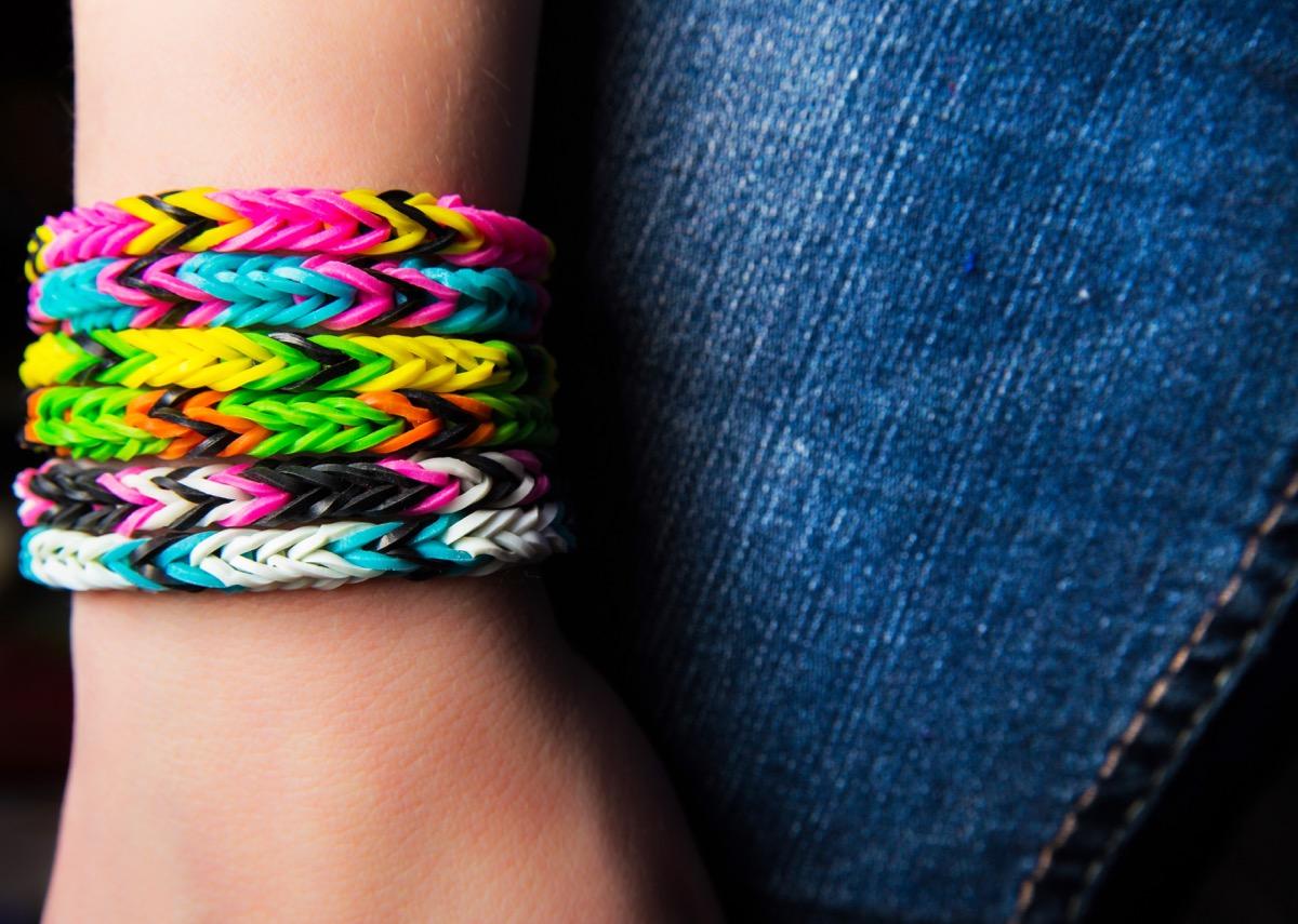 rainbow loom bracelets on young girl's arm