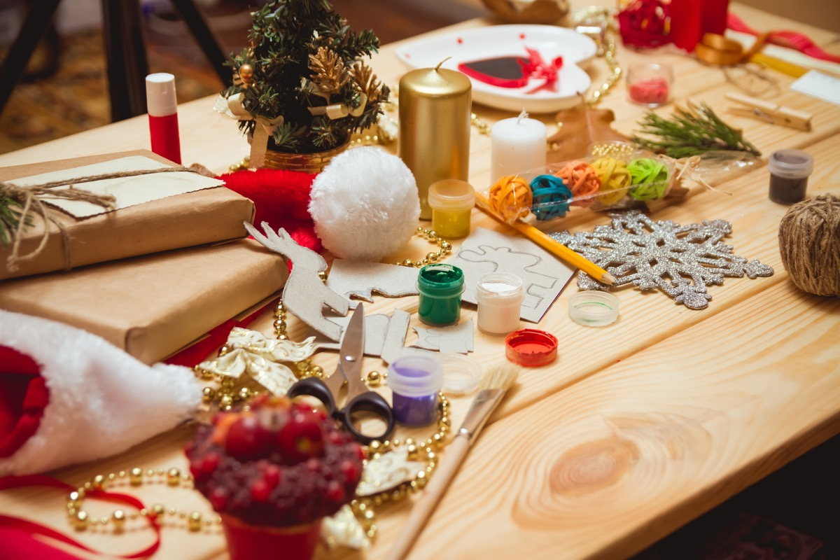 christmas crafts table