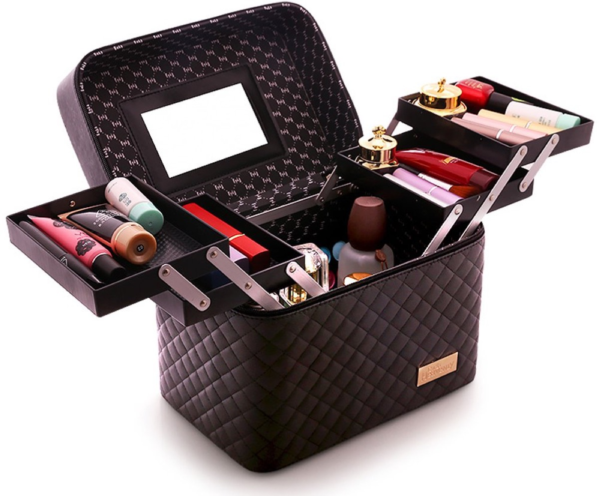 Makeup organizer with extendable trays