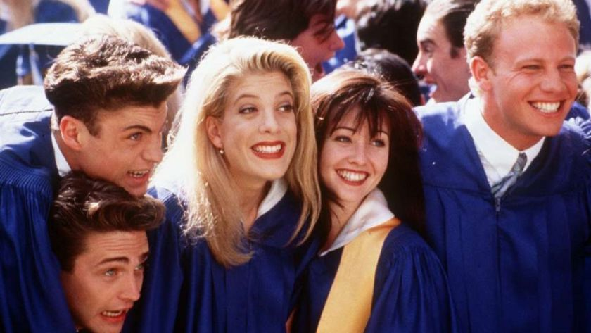 the cast of beverly hills 90210 in graduation robes