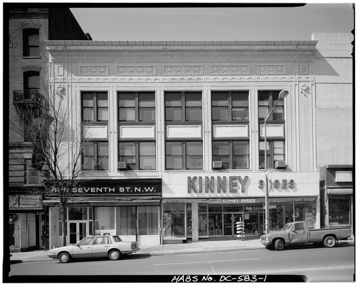 Kinney Shoes store front